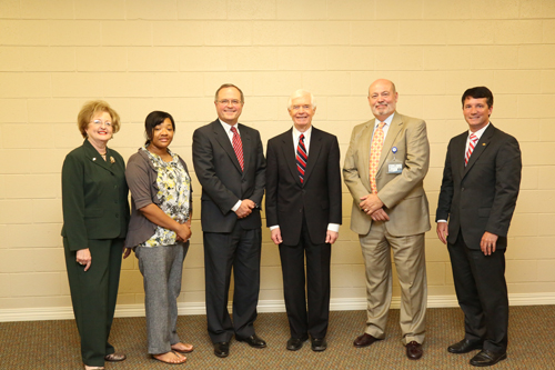 Senator Cochran visits the Grenada Center